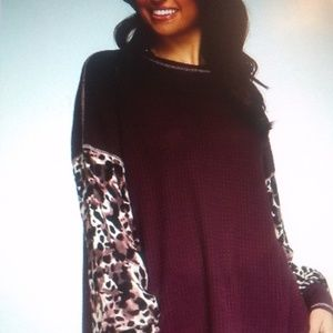 Long sleeve top with contrasting sleeves